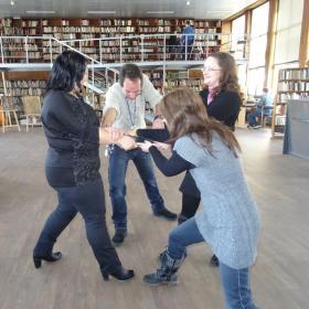 Манекенско предизвикателство в библиотеката