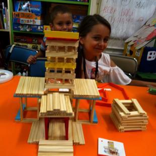 Сръчковци творят кули, мостове и дворци